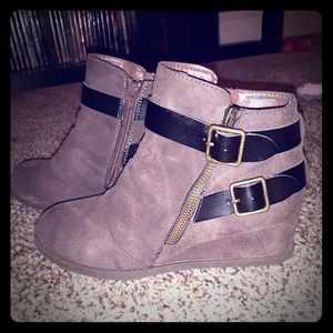 Womens ankle boot sz 7M